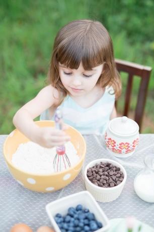 ATLANTA-CHILD-PHOTOGRAPHER-STYLED-BAKING-PICNIC-0290