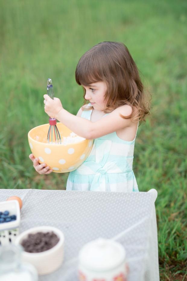 ATLANTA-CHILD-PHOTOGRAPHER-STYLED-BAKING-PICNIC-0294