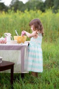 ATLANTA-CHILD-PHOTOGRAPHER-STYLED-BAKING-PICNIC-0320